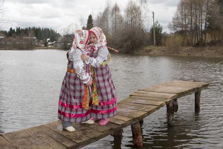 russian girls: Beautiful young Russian girls in national dress