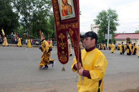 abbot: Russia, Kirov - June 06, 2016: Religious Procession on the Vyatka in 2016 in Kirov city Editorial