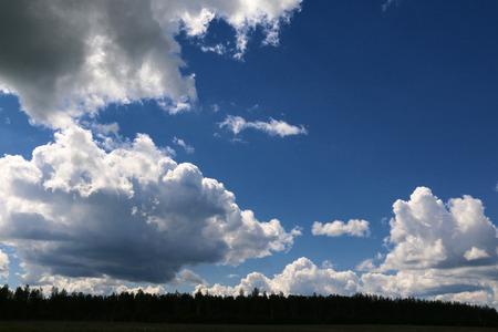 Der Himmel und die Wolken am Himmel