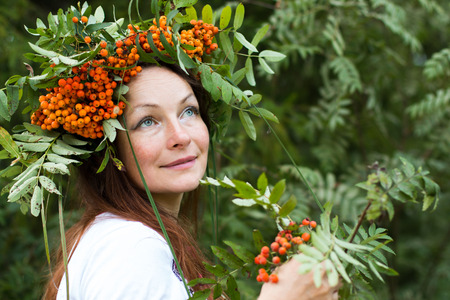 druid: Pretty girl and a wreath of Rowan