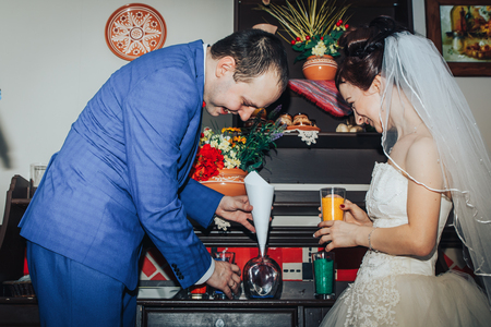 Bride and groom in the registry office during wedding ceremony Foto de archivo