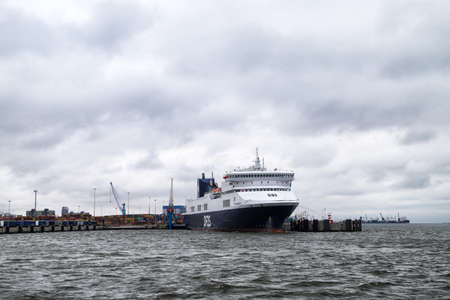 Klaipeda, Latvia - April 02, 2018: Big ferry in port in Klaipeda in Latvia in cloudy day Foto de archivo - 104688951