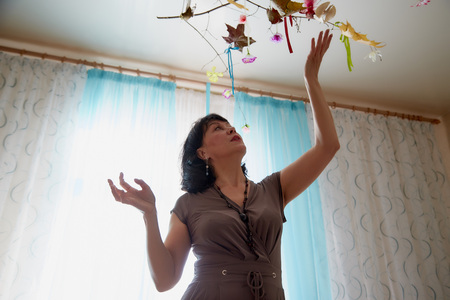 Nice middle-aged woman in the living room. Lady at home in a day Фото со стока - 112507121