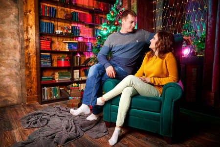 Happy couple in love in the room decorated for Christmas or New Year Stockfoto