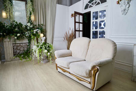 Living room with beautiful interior, sofa and flowers Stockfoto