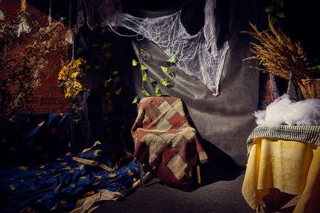 Halloween indoor decoration for photoshoot in dark room or studio Stockfoto