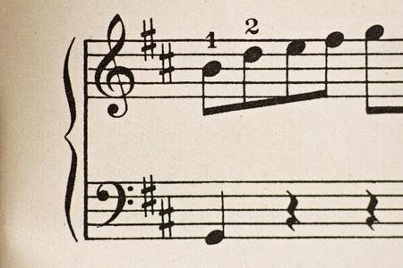 Vecchio foglio di musica con le note Archivio Fotografico - 32328450
