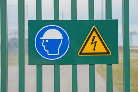 electroshock: sign on fence high voltage