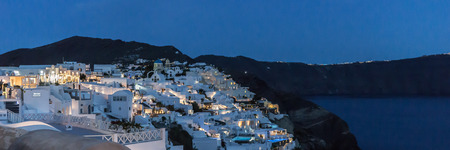 Lights of the city of Oia at night on the island of Santorini 免版税图像