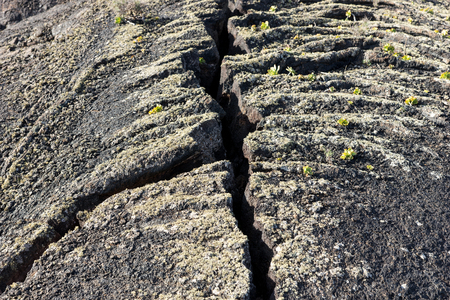 Cracked earth at Timanfaya National Park on Lanzarote island 免版税图像