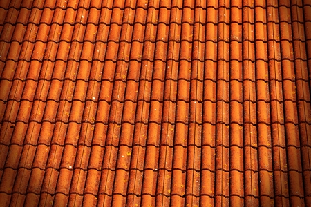 Red brick roof tiles background with vignette 免版税图像