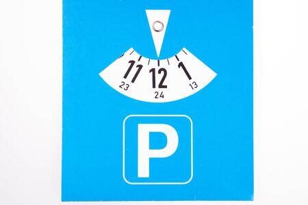 Blue german parking disc set to 12 or midnight 版權商用圖片 - 138010721