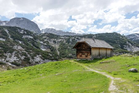 Wooden hut on the austrian mountains in the region Salzkammergut. Austria 免版税图像 - 150224754