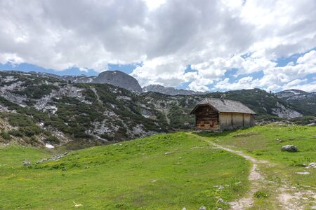 Wooden hut on the austrian mountains in the region Salzkammergut. Austria 免版税图像 - 150221651