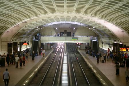 워싱턴 DC, 2010 년 4 월 14 일 : 워싱턴 DC 지하철 지하철 역 콜럼비아 -4 월 14 일 :
