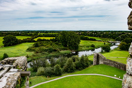COUNTY MEATH, IRELAND - AUGUST 29, 2017: Trim Castle, used in filming of parts of the movie Braveheart, in County Meath, Ireland Redactioneel
