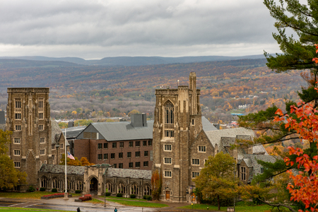 Buildings at Cornell University during peak fall time with autumn colors in Ithaca, New York 版權商用圖片