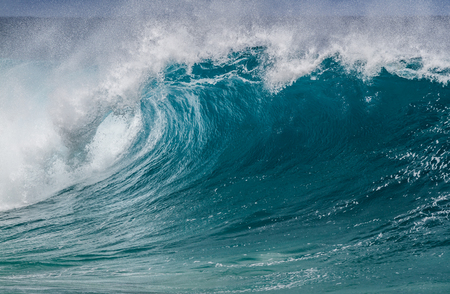 A beautiful breaking Ocean wave on the north shore of Oahu Hawaii Standard-Bild