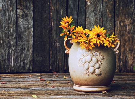 brown  eyed: Brown eyed Susan flowers in a rustic vase on a grunge wood backdrop with copy space.
