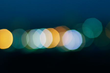 azul turqueza: Las luces de bokeh utilizan como fondo para la Navidad Foto de archivo