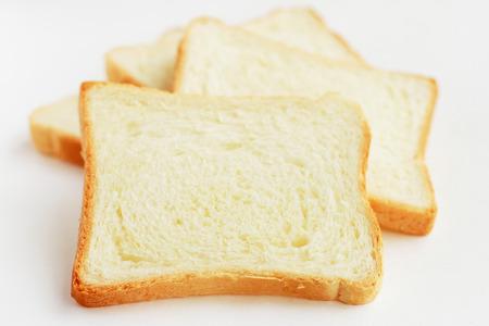 El pan blanco rebanado ?? porciones Foto de archivo