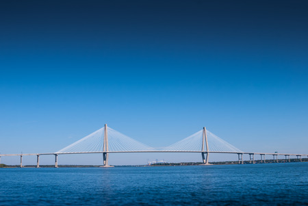 A large suspension bridge spans the blue waters of a bay in the southern United States 스톡 콘텐츠