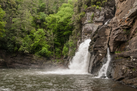 north cascade national park: Hikers can get a river level view of Linville Falls in this National Park