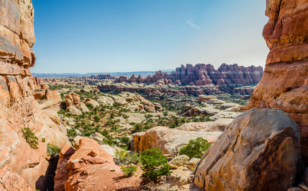canyonlands: On a hot day, the sun roars over the rock formations in the Needles District