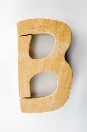 木製の文字 B