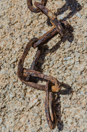 end mill: End of rusted chain at an old mill in the desert Stock Photo