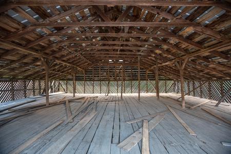 Cataloochee 밸리에서 역사적인 건물에 오래 된 목조 헛간 로프트