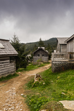 mountain peek: Mount LeConte Village Trail weaves between rustic wooden cottages