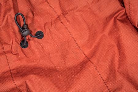 Wet-Regen-Mantel mit Adjustment Cord Hintergrundbild