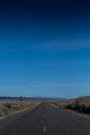 Deep Blue Sky Above Desert Road in remote Utah Imagens
