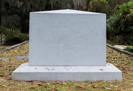 Lapide di marmo vuota in cimitero storico nel sud degli Stati Uniti