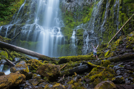 Woman Stands with her Arms Raised at Proxy Falls in central Oregon 版權商用圖片