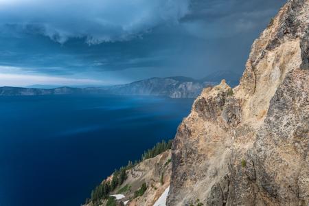 Storm Clouds Sneak Around Garfield Peak along Crater Lake Standard-Bild