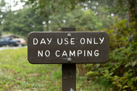 Day Use Only No Camping Sign at park rest area Reklamní fotografie