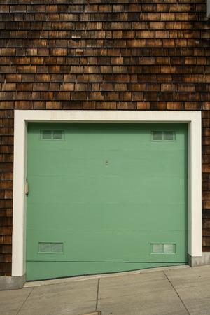 Green Garage In San Francisco on steep street Stockfoto - 123157420