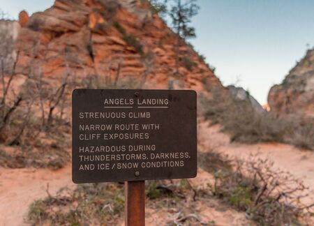 Angels Landing Warning Sign cautions hikers about risk Banco de Imagens