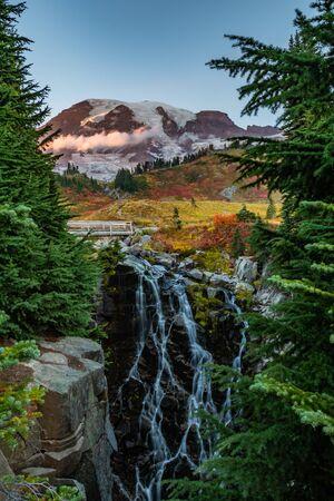 Myrtle Falls Tumbles Below Mount Rainier on autumn afternoon 版權商用圖片