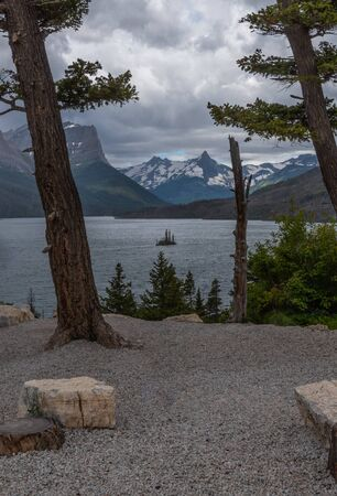 Wild Goose Island From Overlook along St. Mary lake 스톡 콘텐츠