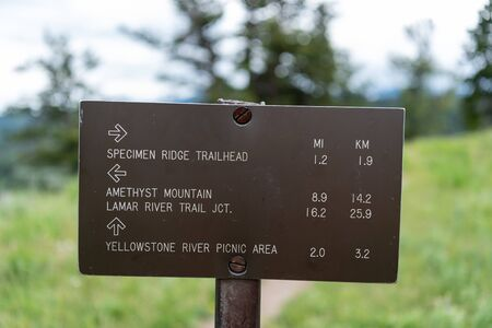 Specimen Ridge Trail Sign at Intersection with Agate Ridge Trail