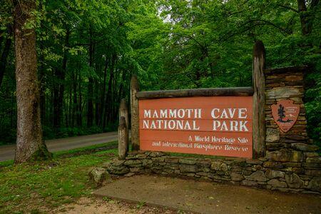 Mammoth Cavem, Stati Uniti: 5 maggio 2019: cartello di ingresso al Parco nazionale di Mammoth Cave