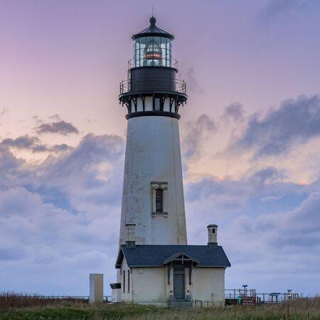 Sunset Over Yaquina Head Lighthouse along Oregon coast Zdjęcie Seryjne