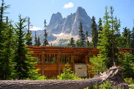 Building at Washington Pass with Mountains Behind in North Cascades Reklamní fotografie