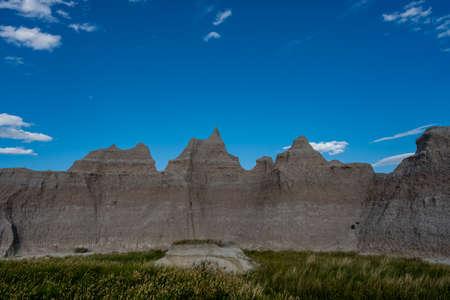 Grassy Field Below Hoodoos in Badlands National Park in South Dakota Reklamní fotografie