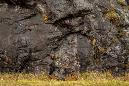Wet Rock Face with Grassy Base on damp day in early fall along the Blue Ridge Parkway 免版税图像
