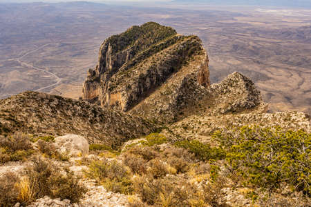 Looking down on El Capitan from the Guadalupe Peak Trail in Guadalupe Mountains National Park Standard-Bild