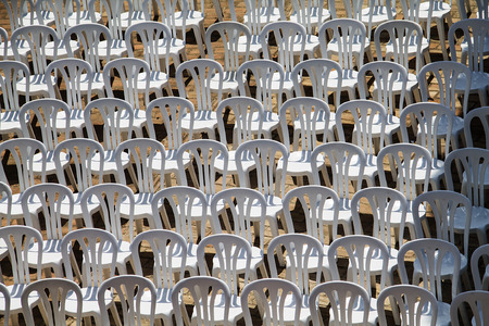 patter: Patter composed by chairs of white plastic prepared for a concert